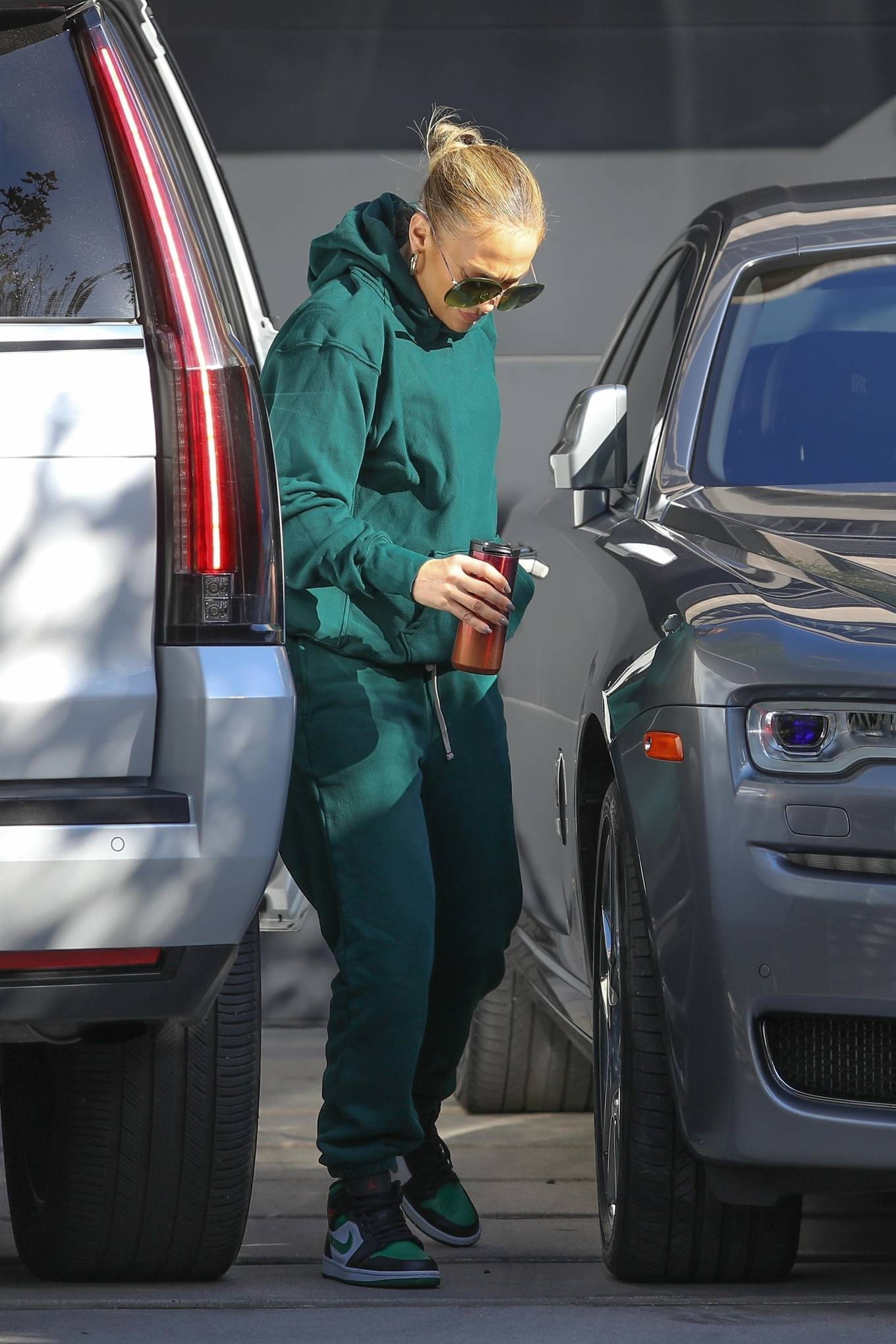 Jennifer Lopez 2020 : Jennifer Lopez – Spotted at the recording studio in Beverly Hills-07