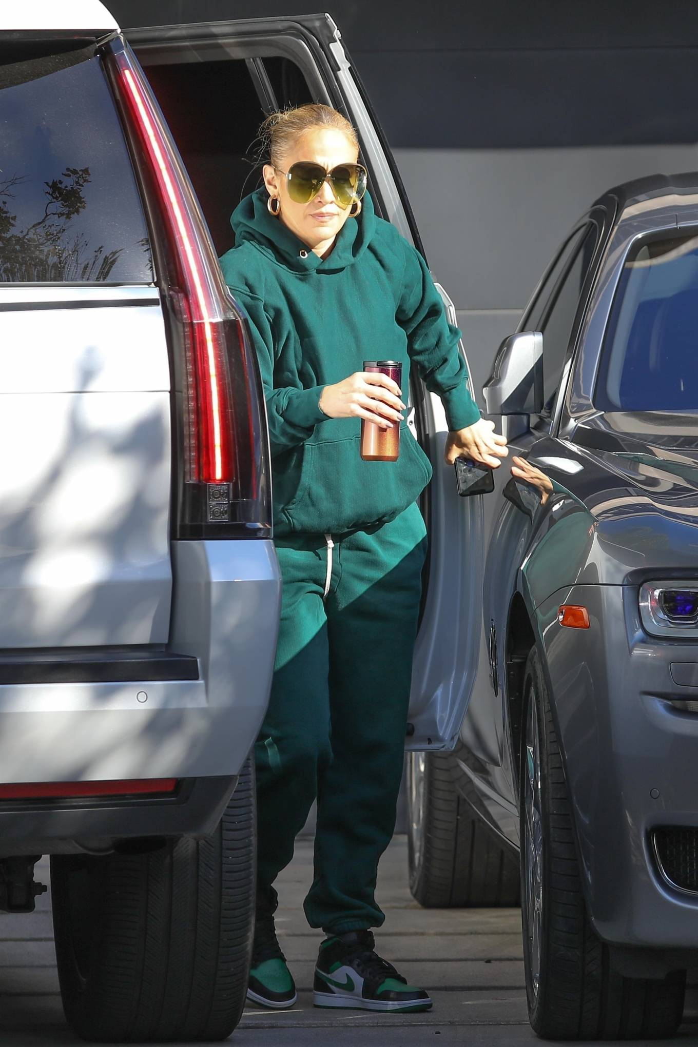 Jennifer Lopez 2020 : Jennifer Lopez – Spotted at the recording studio in Beverly Hills-15