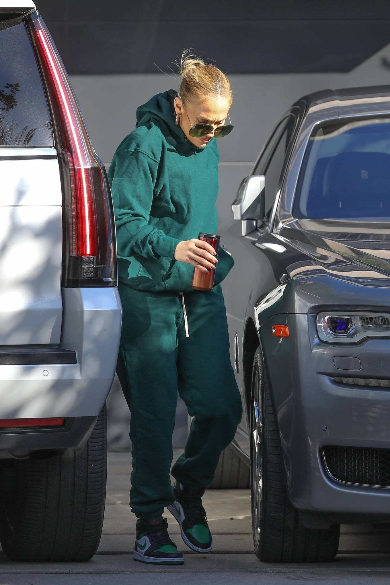 Jennifer Lopez 2020 : Jennifer Lopez – Spotted at the recording studio in Beverly Hills-20