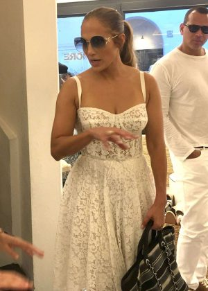 Jennifer Lopez - Sshopping in Capri