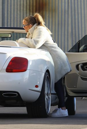 Jennifer Lopez - Visits a studio in Los Angeles