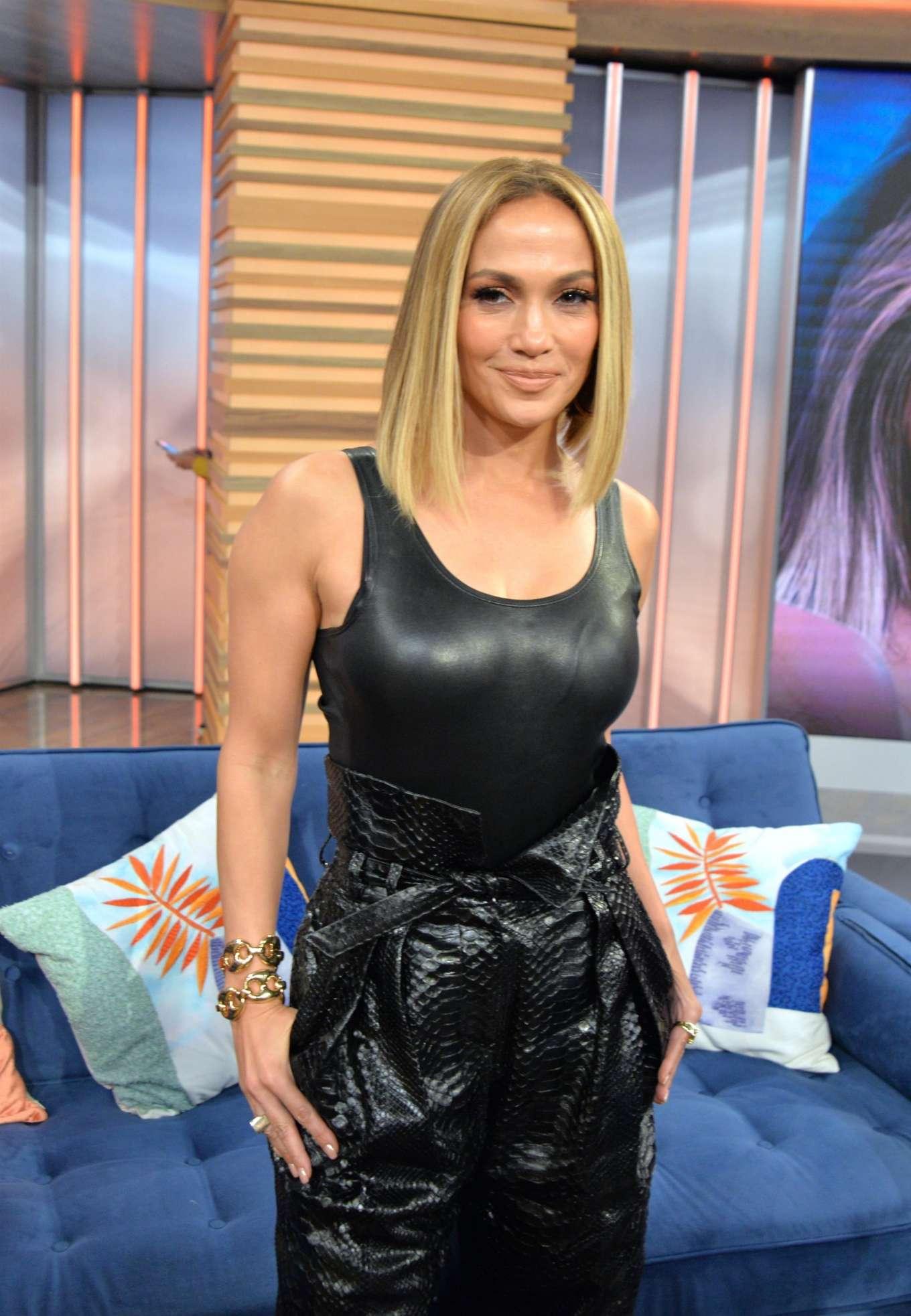 Jennifer Lopez - Visits Despierta America in Miami