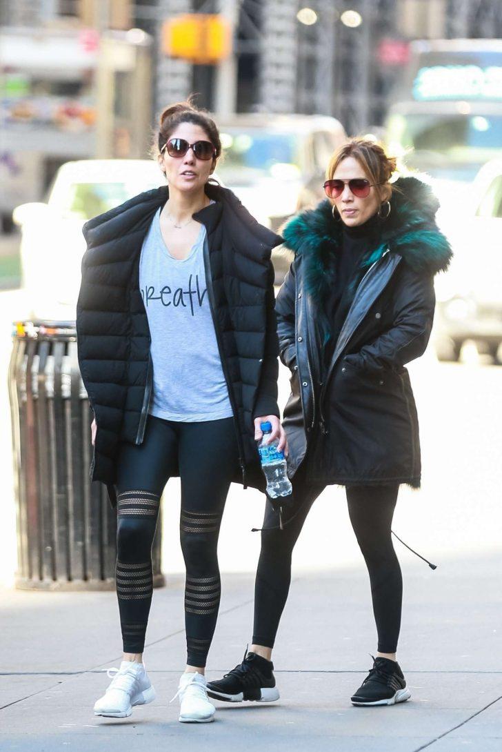 Jennifer Lopez 2019 : Jennifer Lopez with her sister: Heads to the gym -05