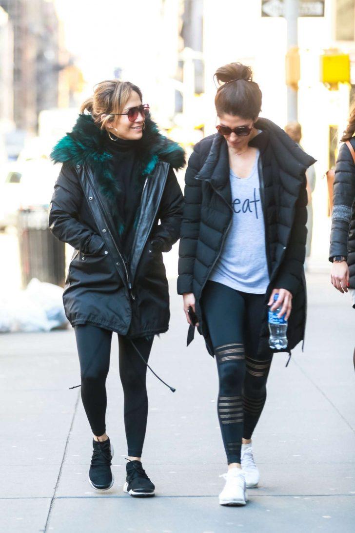 Jennifer Lopez 2019 : Jennifer Lopez with her sister: Heads to the gym -09