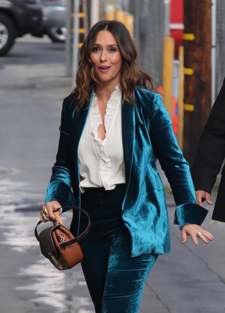 Jennifer Love Hewitt - Arrives at 'Jimmy Kimmel Live' in Hollywood