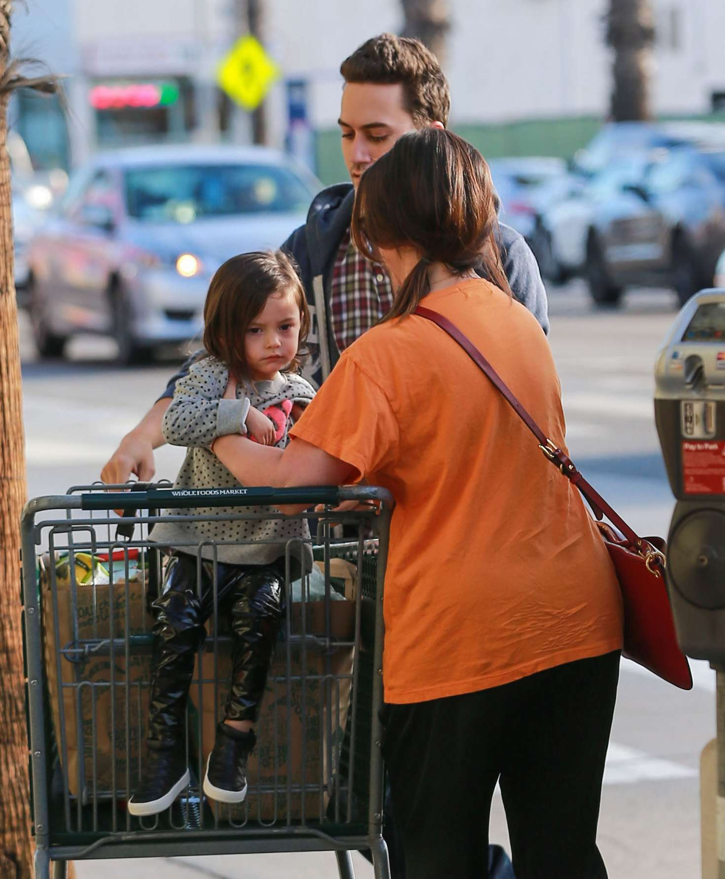 Jennifer Love Hewitt at grocery shopping at Whole Foods ...