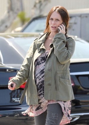 Jennifer Love Hewitt - Grocery shopping in Pacific Palisades