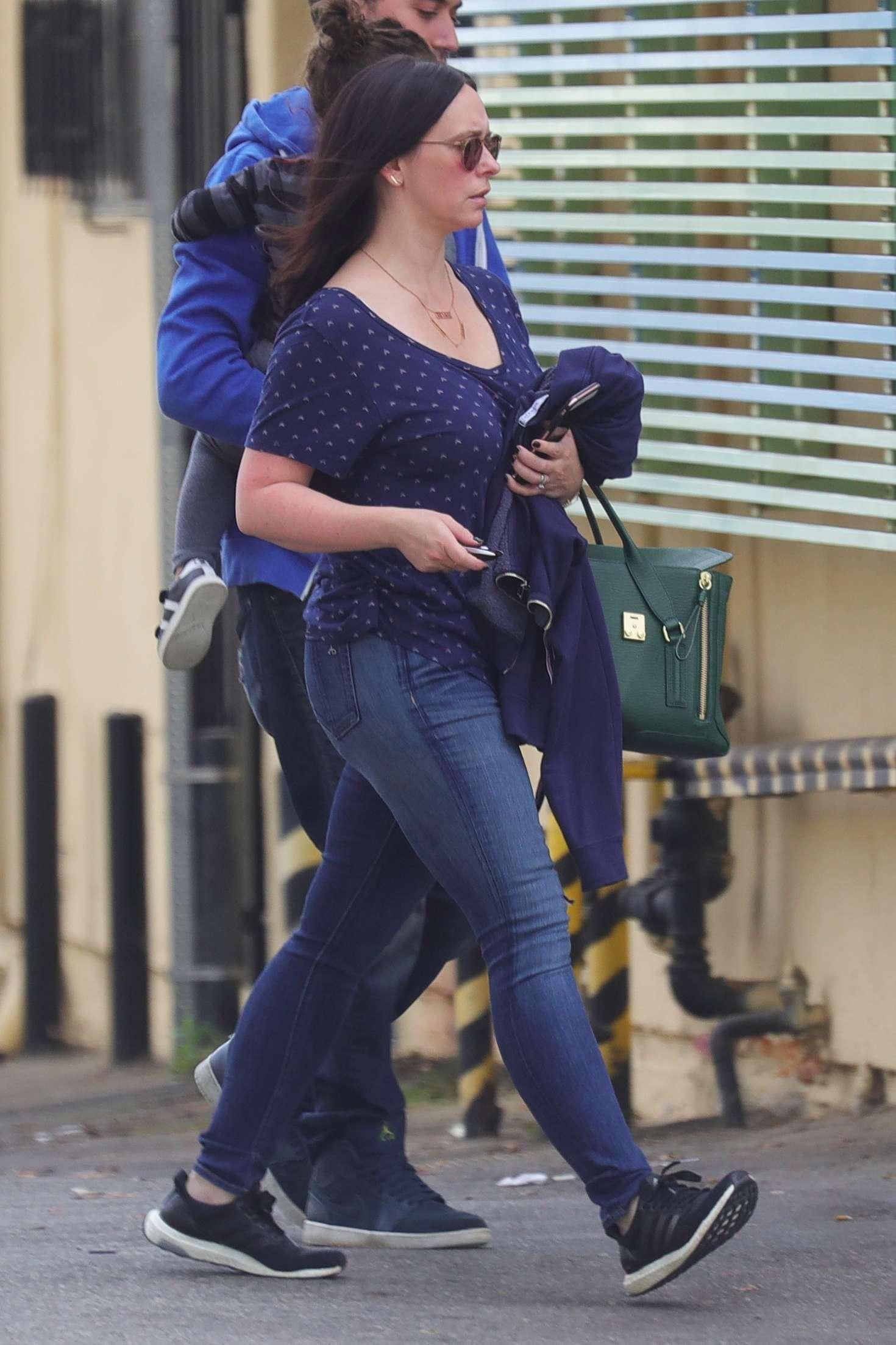 Jennifer Love Hewitt 2017 : Jennifer Love Hewitt in Jeans -05