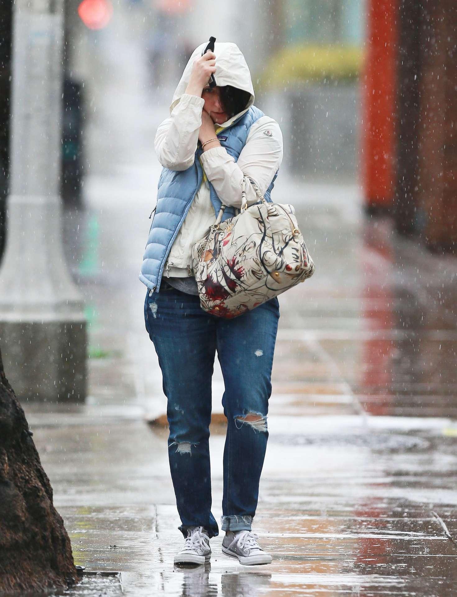 Jennifer Love Hewitt 2017 : Jennifer Love Hewitt in Jeans -04