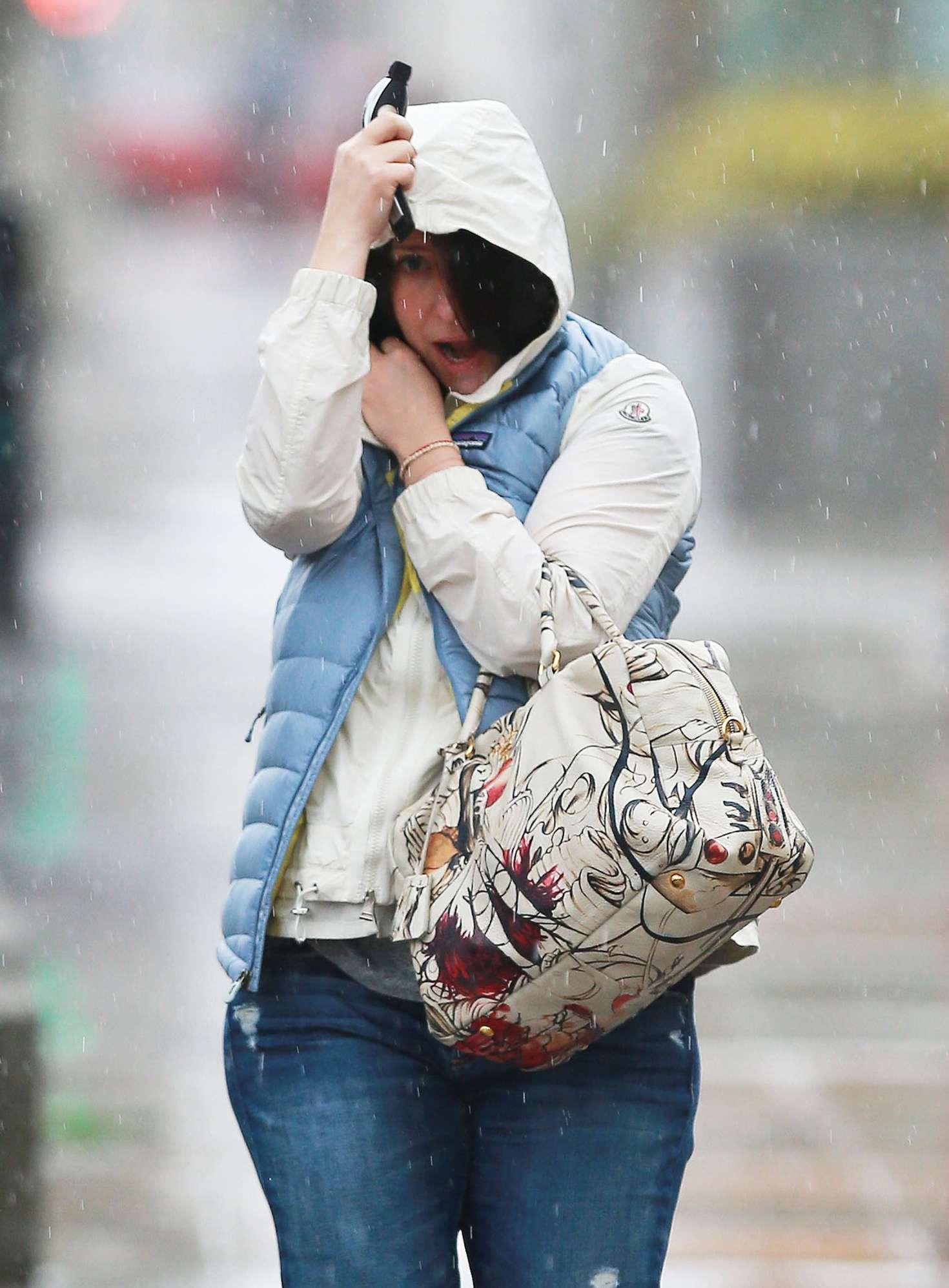 Jennifer Love Hewitt in Jeans Out in Los Angeles
