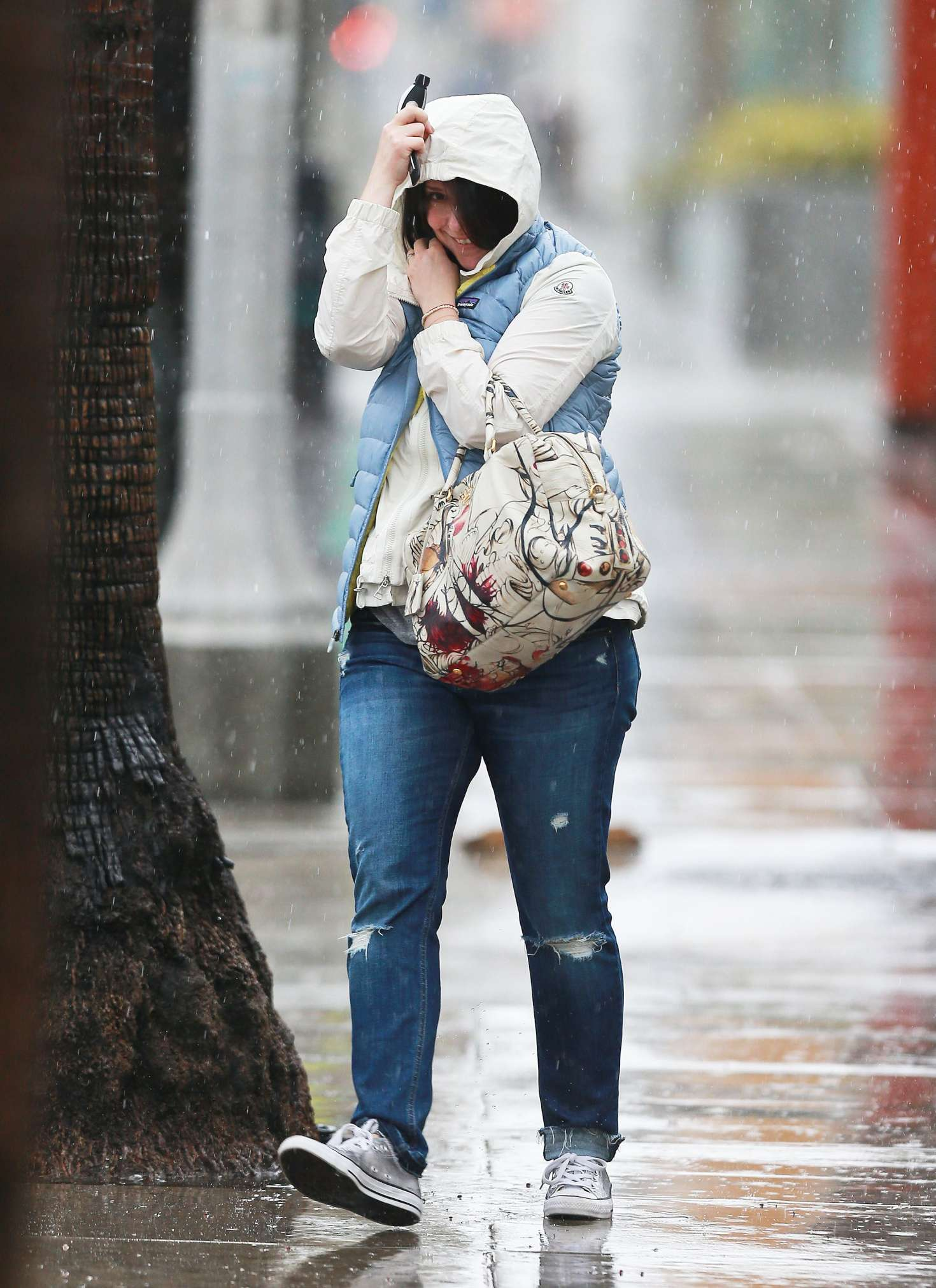 Jennifer Love Hewitt 2017 : Jennifer Love Hewitt in Jeans -07