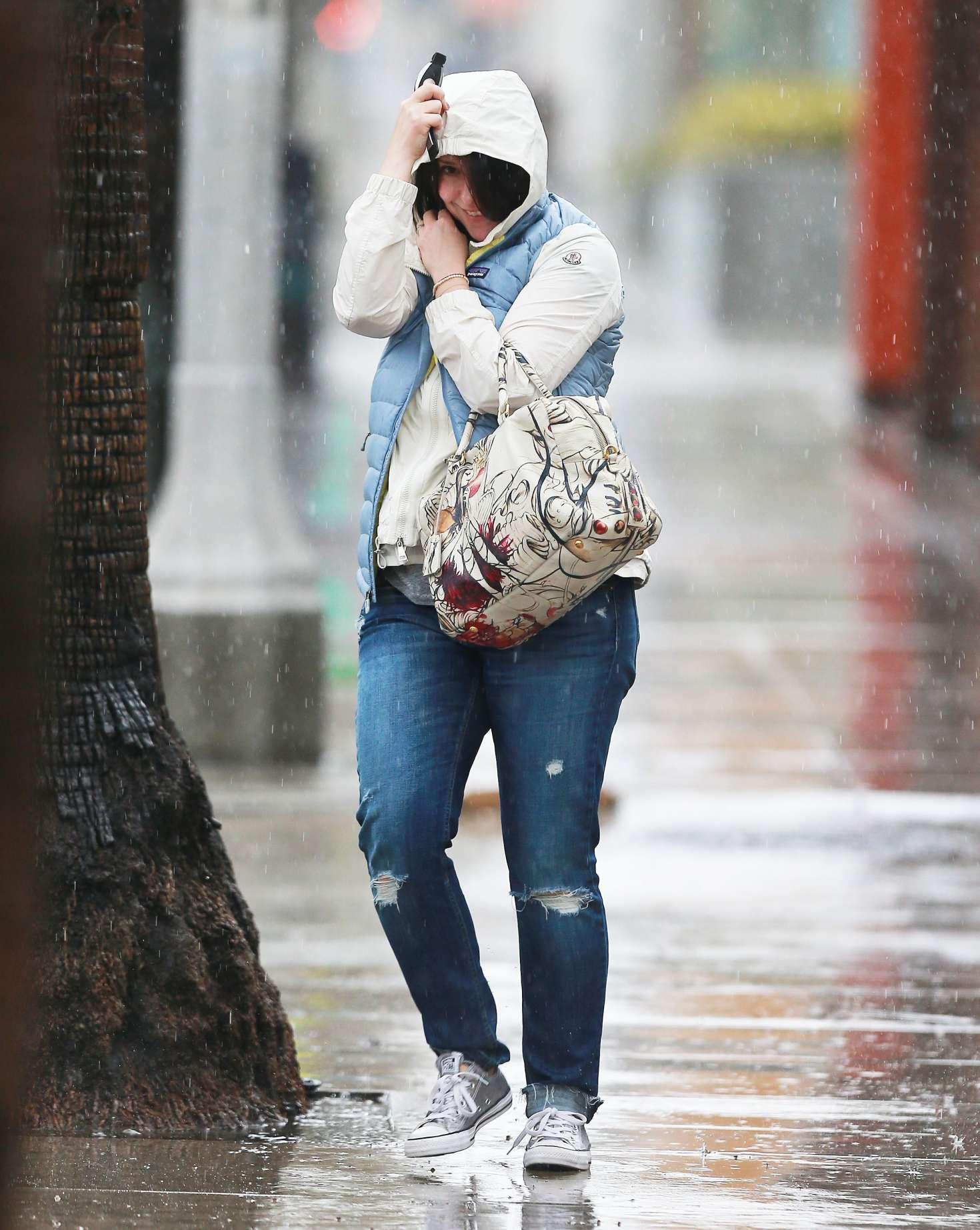 Jennifer Love Hewitt 2017 : Jennifer Love Hewitt in Jeans -10