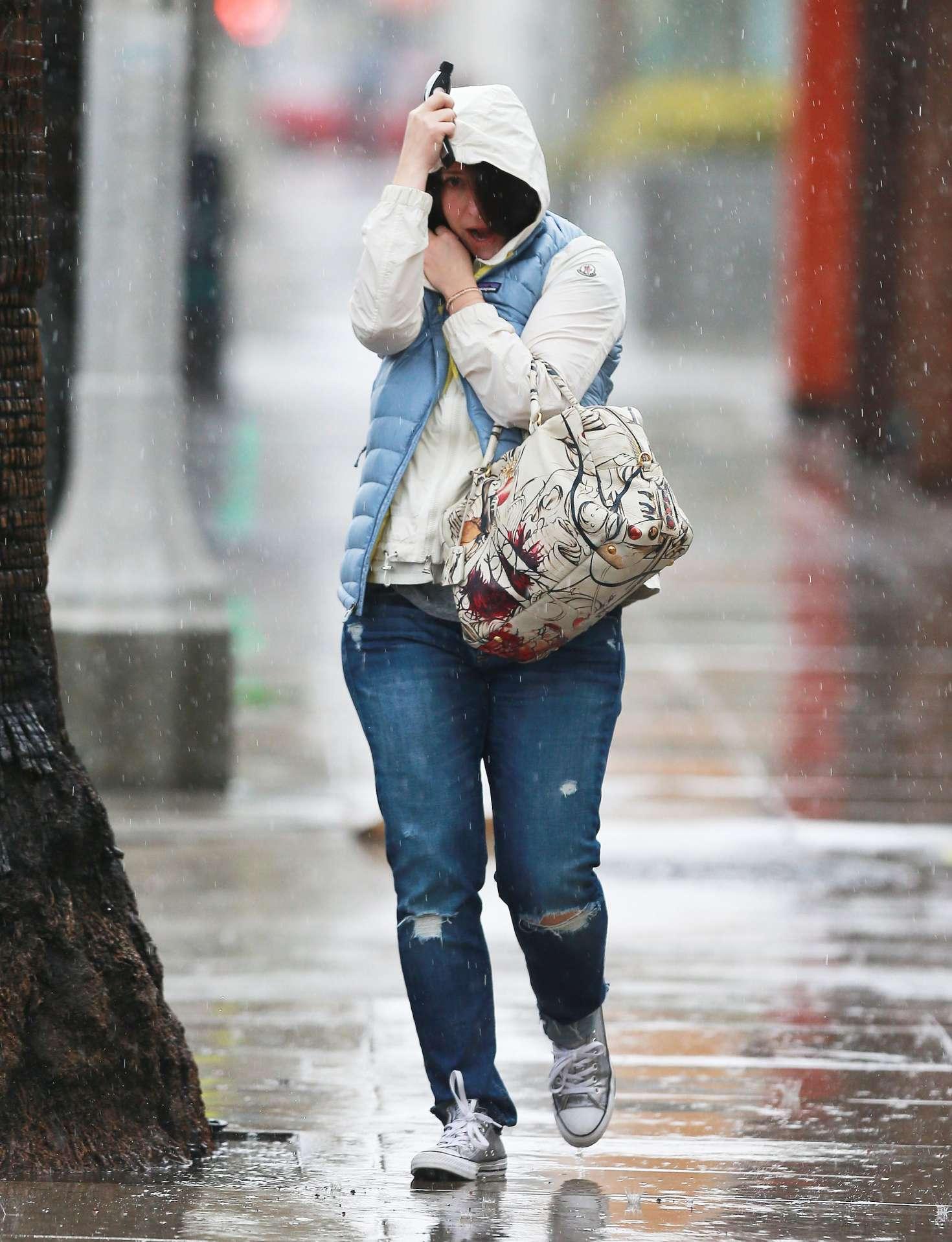 Jennifer Love Hewitt 2017 : Jennifer Love Hewitt in Jeans -12