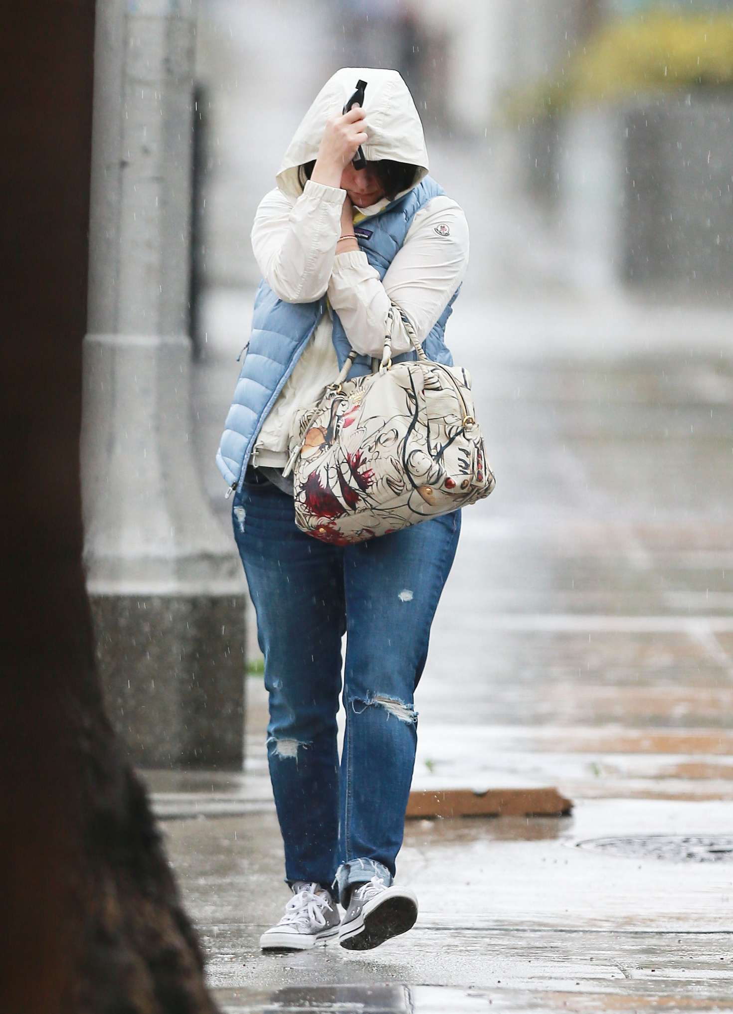 Jennifer Love Hewitt 2017 : Jennifer Love Hewitt in Jeans -16