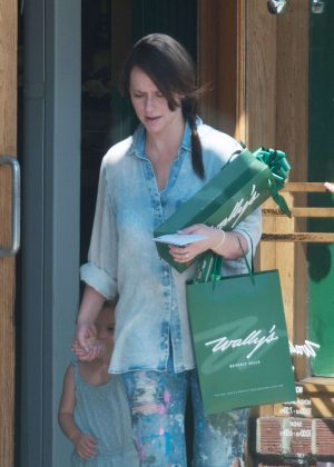 Jennifer Love Hewitt in Ripped Jeans out in Beverly Hills