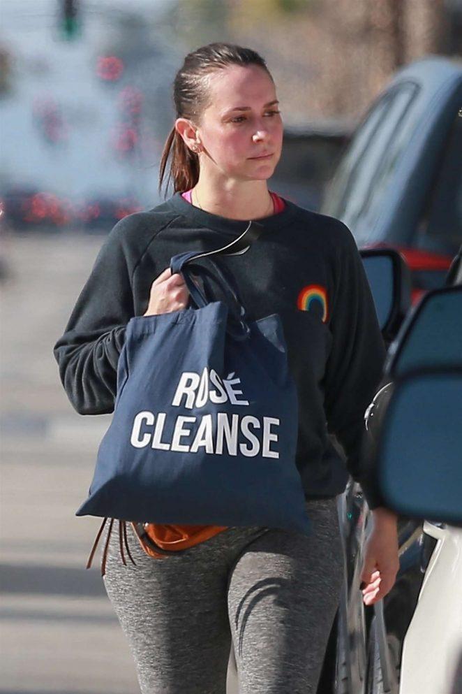 Jennifer Love Hewitt – Leaving a Gym in Studio City