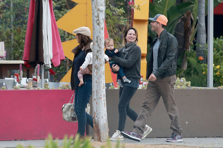 Jennifer Love Hewitt 2015 : Jennifer Love Hewitt in Jeans -03