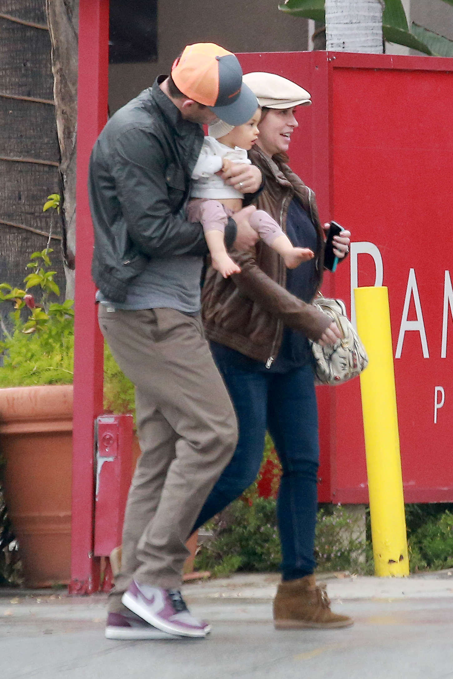 Jennifer Love Hewitt 2015 : Jennifer Love Hewitt in Jeans -04
