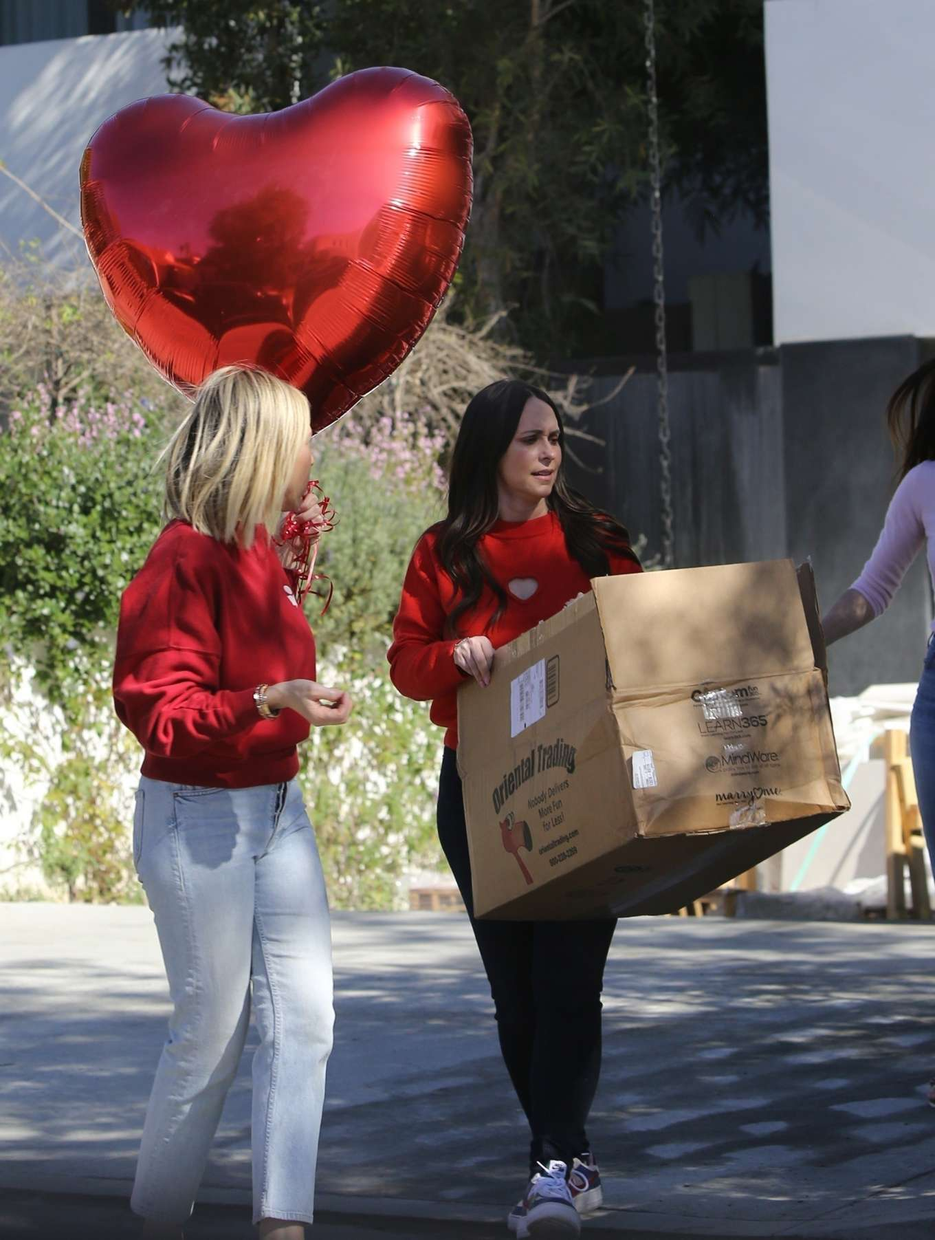 Jennifer Love Hewitt preparing for a Valentine's Day party in Santa Monica
