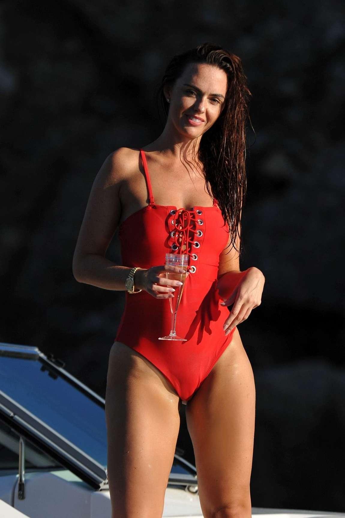 Jennifer Metcalfe Red Swimsuit 07 Demi Lovato Spanish