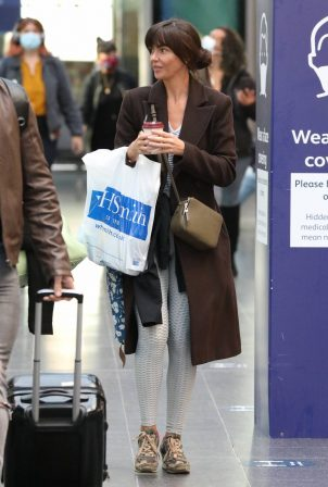 Jennifer Metcalfe - Spotted at Manchester Picadilly Train Station