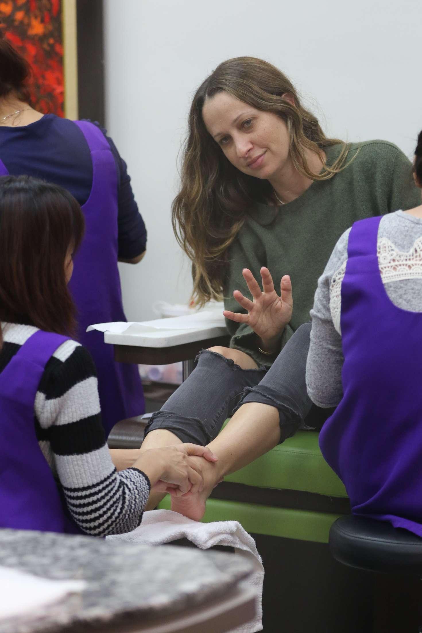 Jennifer Meyer at nails salon in Beverly Hills -22 - GotCeleb