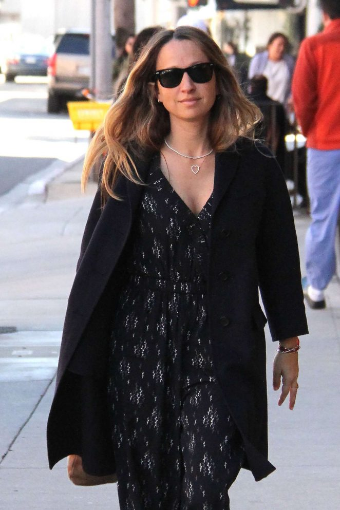 Jennifer Meyer - Heads to the nail salon in Beverly Hills