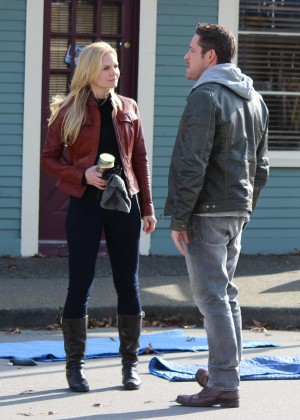 "Jennifer Morrison - Filming ""Once Upon a Time"" in Richmond"