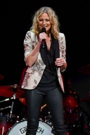 Jennifer Nettles - Josh Groban's Bridges Tour in Indianapolis