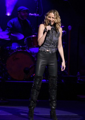 Jennifer Nettles - Performing at Beacon Theater in New York City