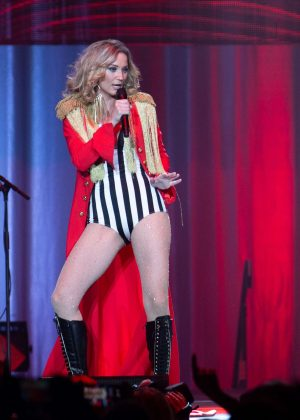 Jennifer Nettles - Performs at the Prudential Center in Newark