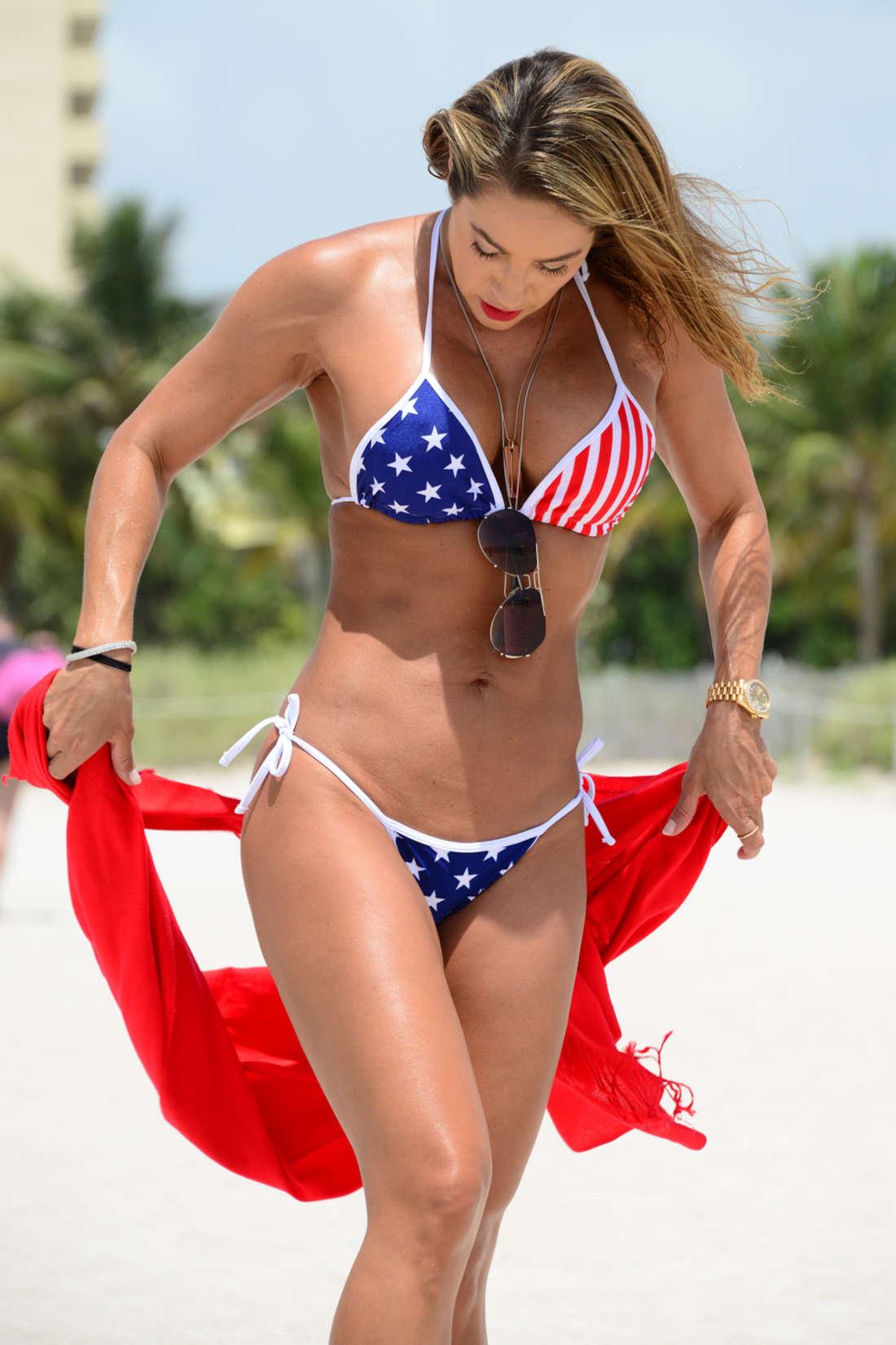 Jennifer Nicole Lee in Bikini i Miami