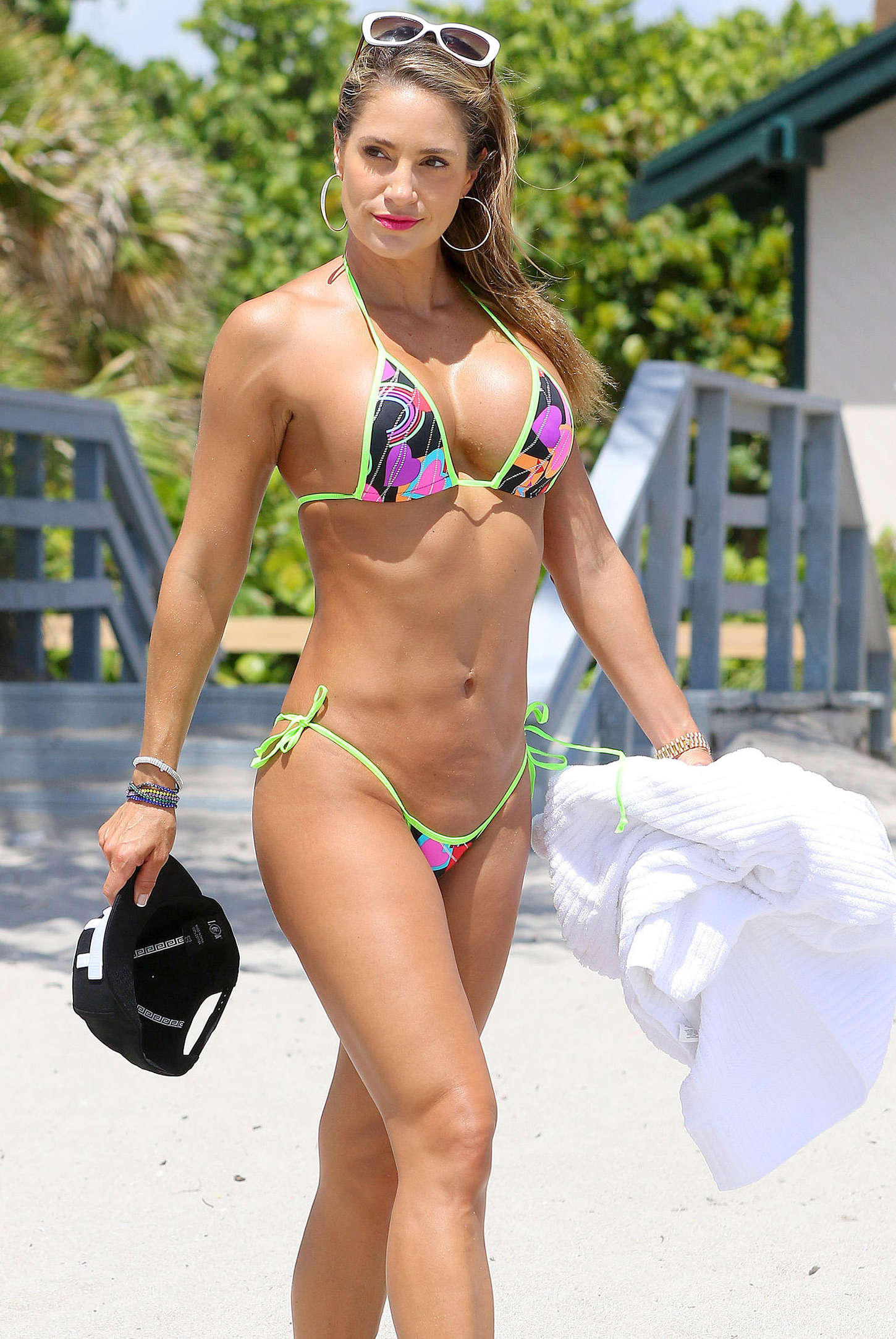 back to full gallery jennifer nicole lee bikini candids on the