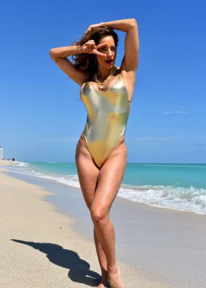 Jennifer Nicole Lee in Swimsuit - Photoshoot on the beach in Miami