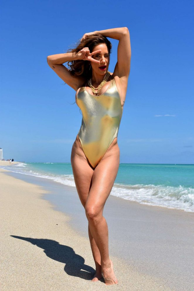 Jennifer Nicole Lee in Swimsuit – Photoshoot on the beach in Miami