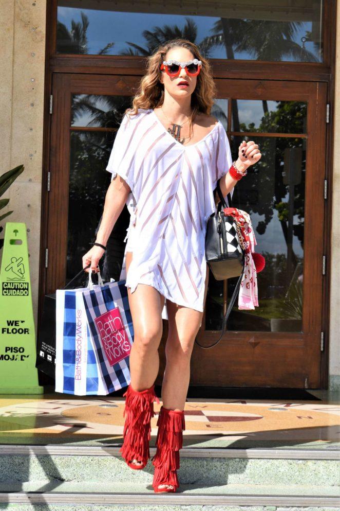 Jennifer Nicole Lee - Shopping in Miami