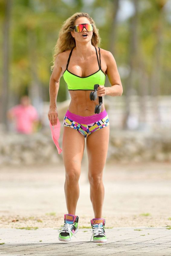 Jennifer Nicole Lee - Working out in neon gear in a park in Miami