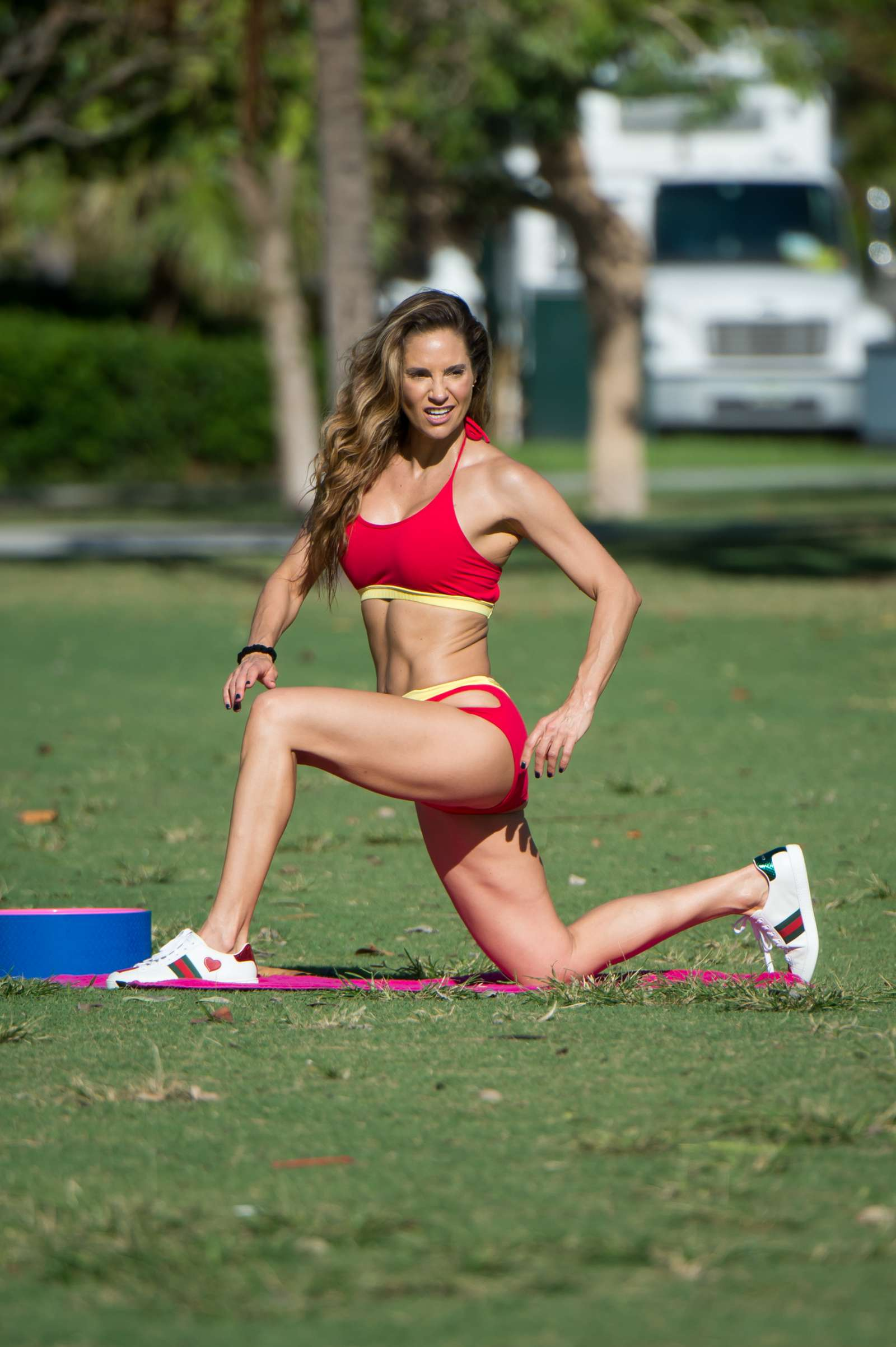 Jennifer Nicole Lee - Working out on Miami Beach