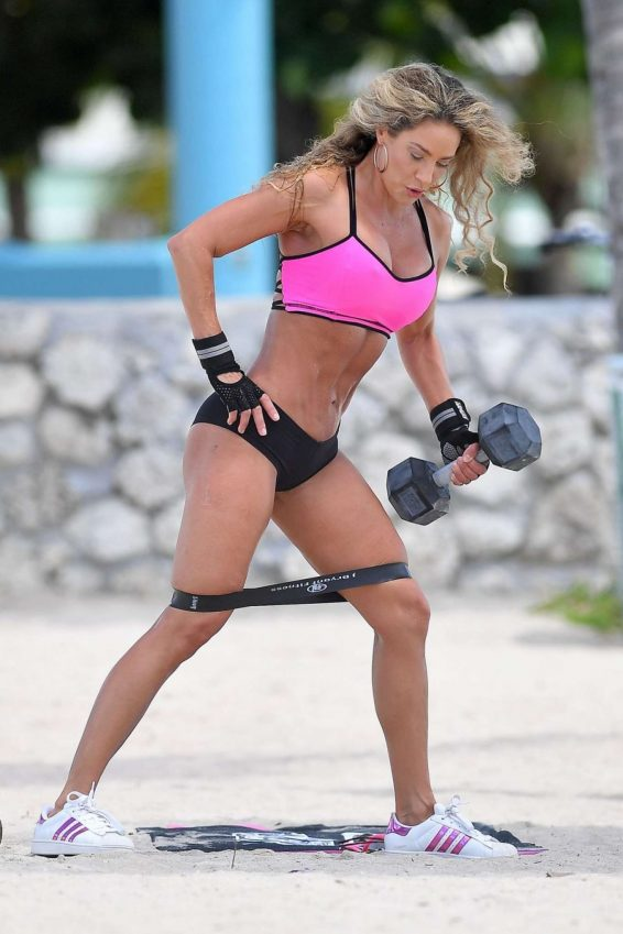 Jennifer Nicole Lee - Workout at Muscle Beach in Miami Beach