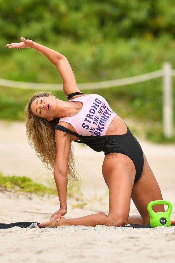 Jennifer Nicole Lee 2019 : Jennifer Nicole Lee – Workout on Miami Beach-01