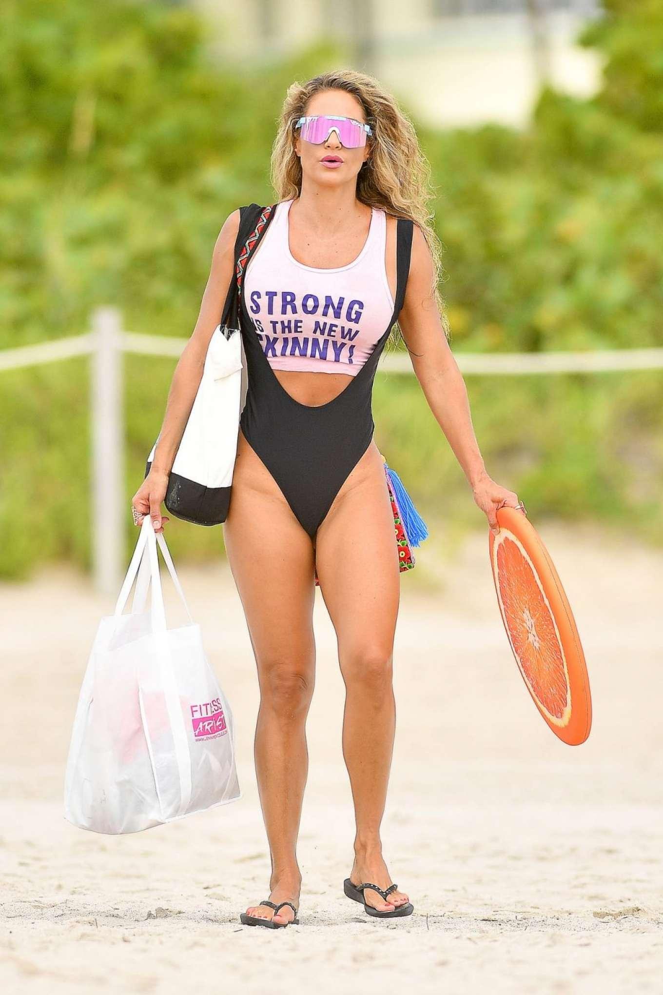 Jennifer Nicole Lee 2019 : Jennifer Nicole Lee – Workout on Miami Beach-03