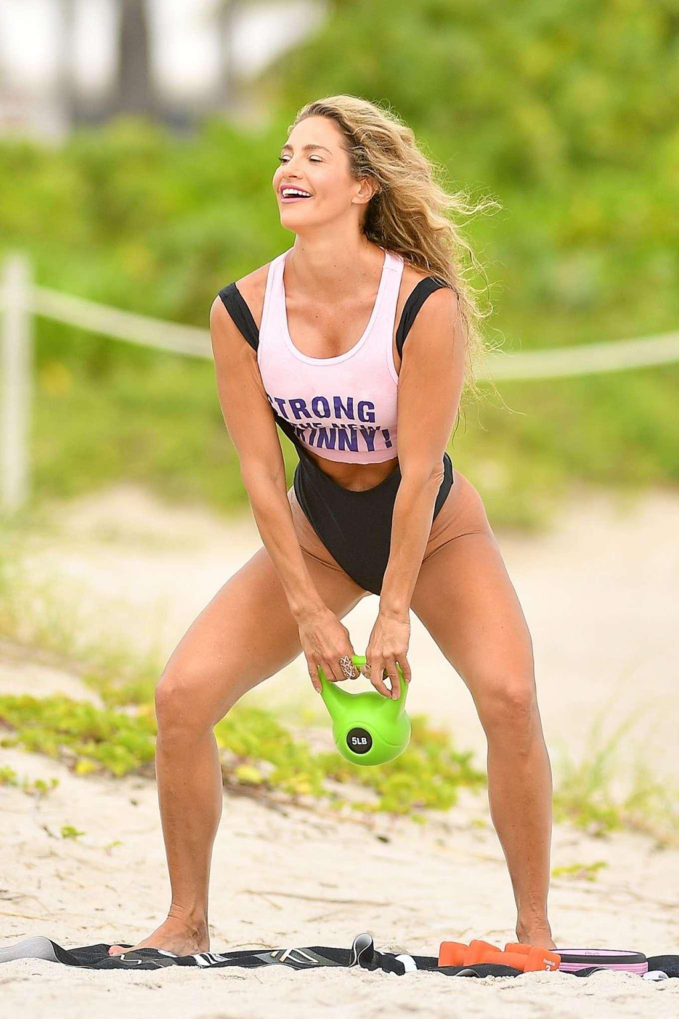 Jennifer Nicole Lee 2019 : Jennifer Nicole Lee – Workout on Miami Beach-05