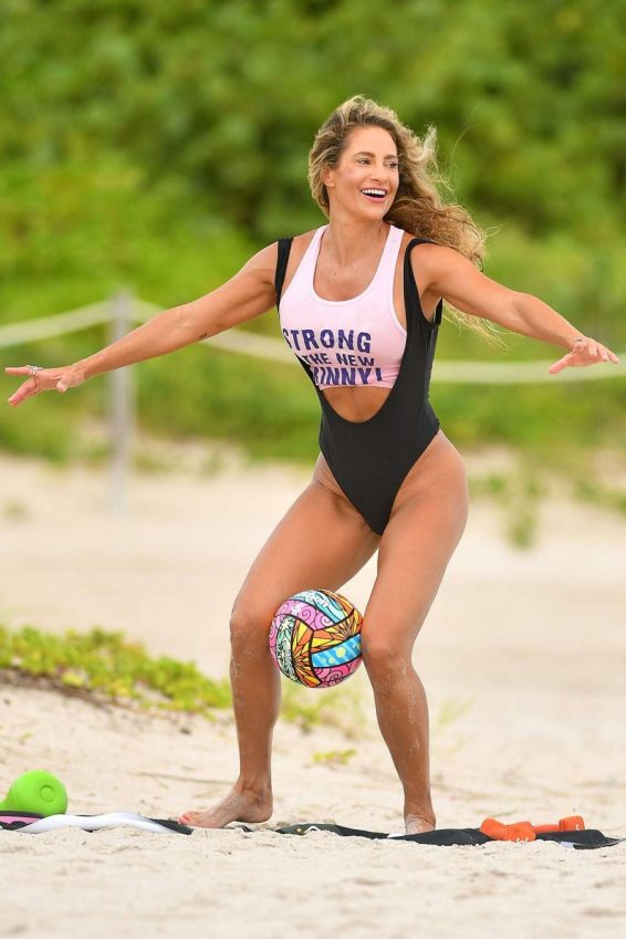Jennifer Nicole Lee 2019 : Jennifer Nicole Lee – Workout on Miami Beach-08