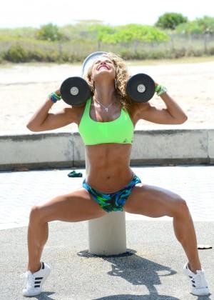 Jennifer Nicole Lee in Bikini Workout -12
