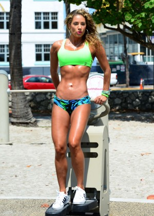 Jennifer Nicole Lee in Bikini Workout -18