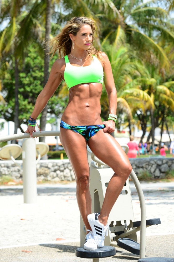 Jennifer Nicole Lee Workout on Miami Beach