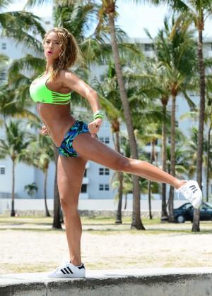 Jennifer Nicole Lee in Bikini Workout -24