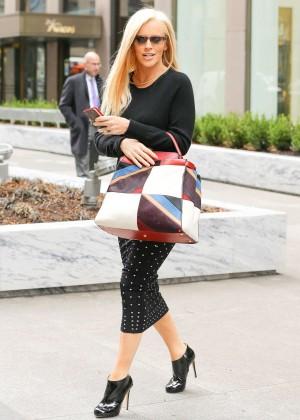 Jenny McCarthy in Tight Skirt leaving work in New York ... | 300 x 420 jpeg 36kB
