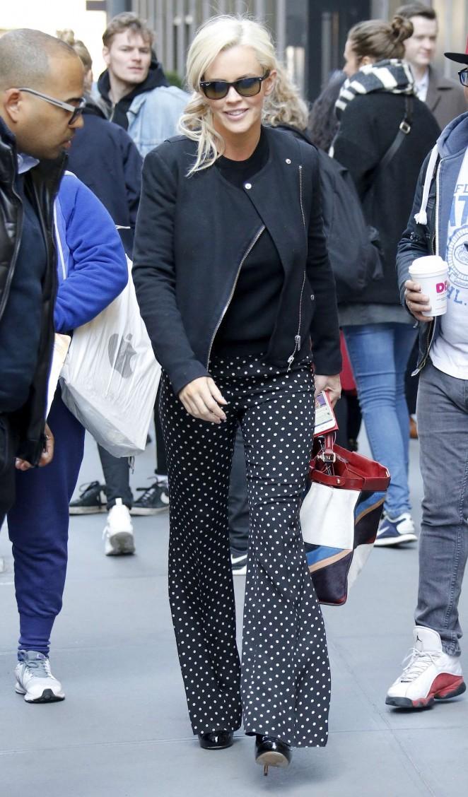 Jenny McCarthy: Leaving SiriusXM Studios -11