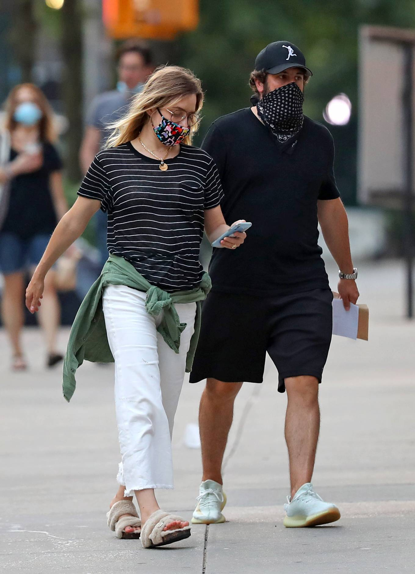 Jenny Mollen 2020 : Jenny Mollen and Jason Biggs – Spotted at a cafe in New York City-01